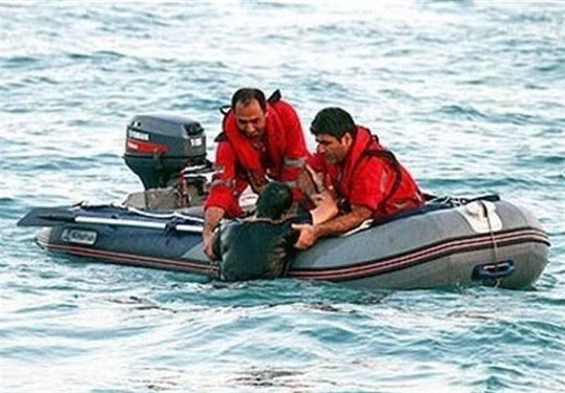 نجات جان 3 سرنشین قایق حادثه دیده در آبهای جزیره هرمز