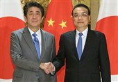 Abe, Li Agree on Need to Open New Era for Japan, China