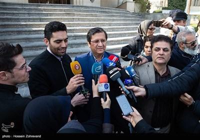 عبدالناصر همتی رئیس کل بانک مرکزی در جمع خبرنگاران