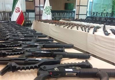 انهدام باند قاچاق سلاح به مرکز ایران / کشف 200 قبضه اسلحه جنگی از متهمان / سلاحهای مکشوفه از مرزهای غربی وارد شدهاند