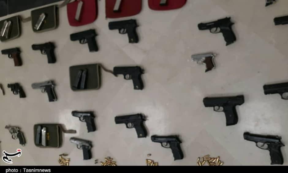 """کشف محموله سلاح با نشان """"USA"""" در اصفهان / این اسلحهها برای پروژه کشتهسازی وارد کشور شده بود+ تصویر"""