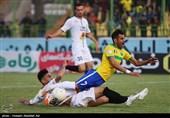 دیدار تیمهای فوتبال صنعت نفت آبادان و سپاهان اصفهان -آبادان