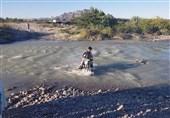 800 نفر از اهالی «کهنانیکش» خون دل میخورند تا به آب بزنند/ تامین آب شرب با احداث پل + فیلم
