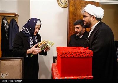 دیدار خادمین مسجد جمکران با خانواده های شهدای ارامنه و آشوری