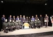 اکران مستند «جایی برای فرشتهها نیست» با حضور وزیر ورزش و علینژاد/ اهدای پیراهن اینلاین هاکی بانوان به سلطانیفر