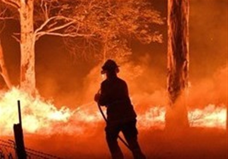 Australia Bushfires: Firefighters Injured amid Push to Contain Blazes