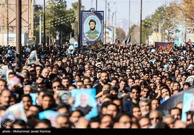 أهالي كرمان يخرجون بمظاهرة تنديداً باغتيال الجنرال سليماني