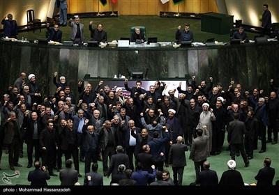 نمایندگان مجلس با سردادن فریاد مرگ بر آمریکا و مرگ بر اسرائیل جنایت ترور شهید قاسم سلیمانی را محکوم کردند