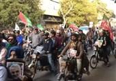 دستههای بزرگ موتور سوار پاکستانی با تصاویر سردار سلیمانی و امام خامنهای+فیلم