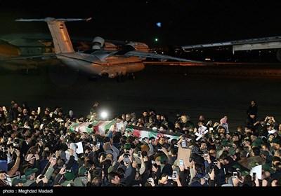 ورود پیکر سپهبد قاسم سلیمانی و همرزمان شهیدش به تهران