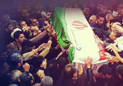 اقامه نماز بر پیکر شهدای مقاومت توسط رهبر انقلاب از نگاه دوربین