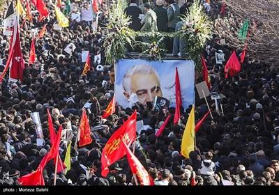 حضور مردم کرمان در تشییع پیکر سپهبد سلیمانی