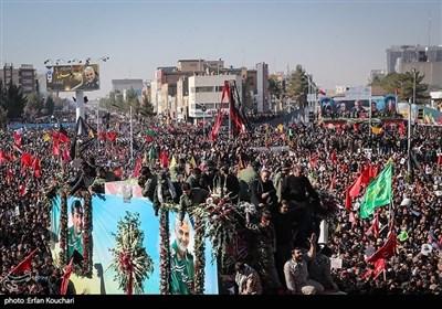 کرمان میں شہید جنرل قاسم سلیمانی کی پرشکوہ تشییع جنازہ کی تصویری جھلکیاں