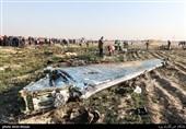 دیدار و دلجویی آیتالله نورمفیدی و سردار معروفی از خانواده یکی از شهدای سانحه سقوط هواپیما