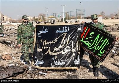 پرچم متبرک به نام اباعبدالله و حضرت اباالفضل که در سانحه هواپیمای اوکراینی در بین وسایل سوخته شده سالم مانده بود