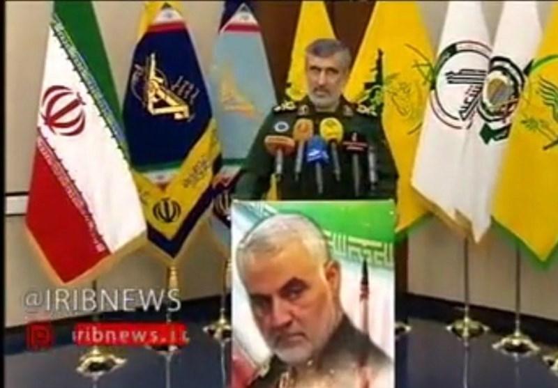 حضور پرچم گروههای جبهه مقاومت در نشست خبری سردار حاجیزاده