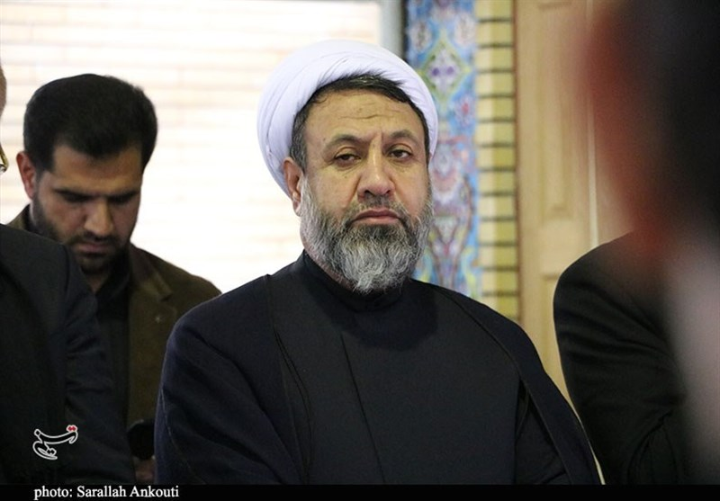 امام جمعه و استاندار کرمان با خانواده یکی از شهدای سانحه هوایی دیدار کردند