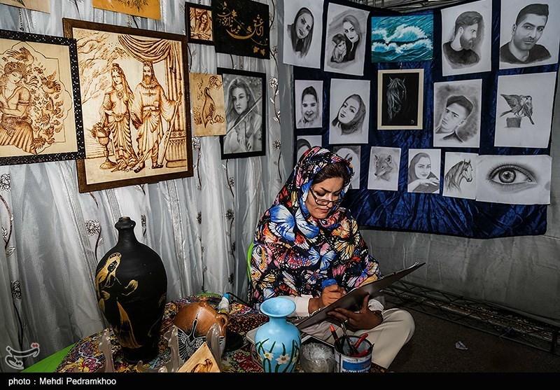 در حاشیه برگزاری جشنواره گل نرگس نمایشگاه صنایع دستی، نشست های علمی و تخصصی گل نرگس، کارگاه آموزشی و برنامه های آیینی
