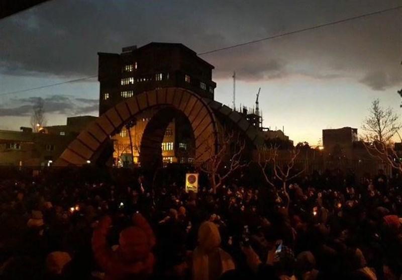 برگزاری تجمع در مقابل دانشگاههای امیرکبیر و شریف در پی سقوط هواپیمای اوکراینی