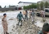 امداد رسانی تفنگداران و تکاوران نداجا به 4روستا در محاصره سیل جاسک