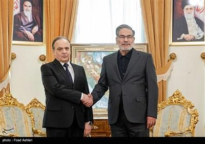 دیدار علی شمخانی دبیر شورای عالی امنیت ملی کشور و عماد خمیس نخست وزیر سوریه