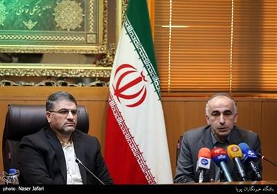 مسعود قادی پاشا معاون پزشکی و آزمایشگاهی پزشکی قانونی و عباس مسجدی آرانی رئیس سازمان پزشکی قانونی کشور نشست خبری رئیس سازمان پزشکی قانونی کشور