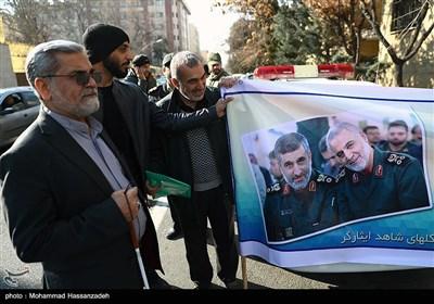 تعدادی از جانبازان و ایثارگران هشت سال دفاع مقدس در اعتراض به ترور سپهبد شهید قاسم سلیمانی مقابل دفتر حافظ منافع آمریکای سفارت سوییس تجمع کردند و علیه آمریکا شعار سر دادند.
