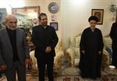 دبیر شورای عالی انقلاب فرهنگی در منزل شهدای سانحه سقوط هواپیما حضور یافت