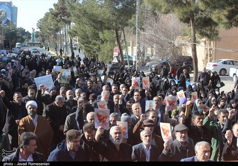 تبریزی ها در حمایت از صلابت و اقتدار نظام راهپیمایی میکنند