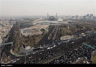 صلاة الجمعة في طهران بإمامة الامام الخامنئي