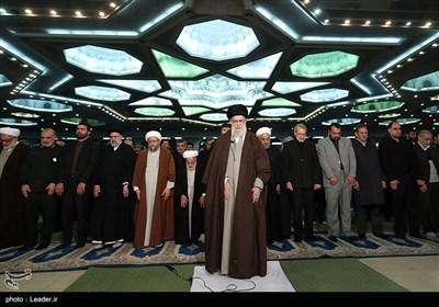تہران میں نماز جمعہ کے عظیم اجتماع سے امام خامنہ ای کے خطاب کہ تصویری جلکھیاں