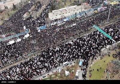 تہران میں نماز جمعہ کے عظیم اجتماع سے امام خامنہ ای کے خطاب کی تصویری جھلکیاں