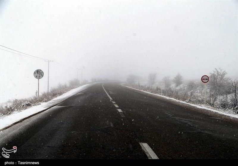 بارش برف در محور کرج ـ چالوس / تردد بدون زنجیر چرخ ممنوع شد