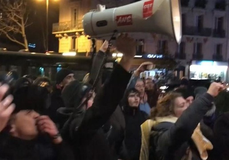 Macron Rushed Out of Paris Theatre after Protesters Try to Confront Him (+Video)