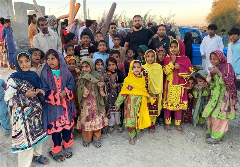 حمایت قهرمانان کشتی از مردم سیل زده استان سیستان و بلوچستان+ عکس