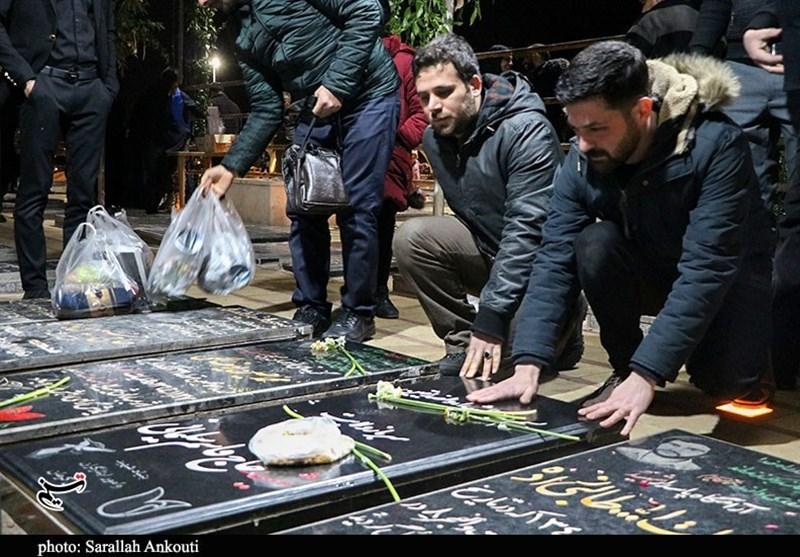 عشق به حاج قاسم عالمگیر شد؛ حضور جوانان ترکیهای در گلزار شهدای کرمان + فیلم