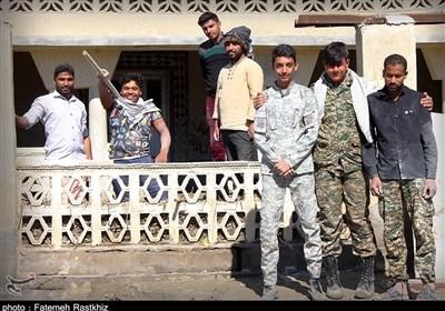 روایت تسنیم از مناطق سیلزده هرمزگان| باز هم گروههای جهادی چارهساز شدند / بسیجیان منازل را از گل و لای پاک کردند + فیلم