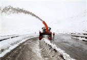 بارش برف راههای روستایی 6 شهرستان آذربایجان شرقی را مسدود کرد/مسیرها تا فردا بازگشایی میشود