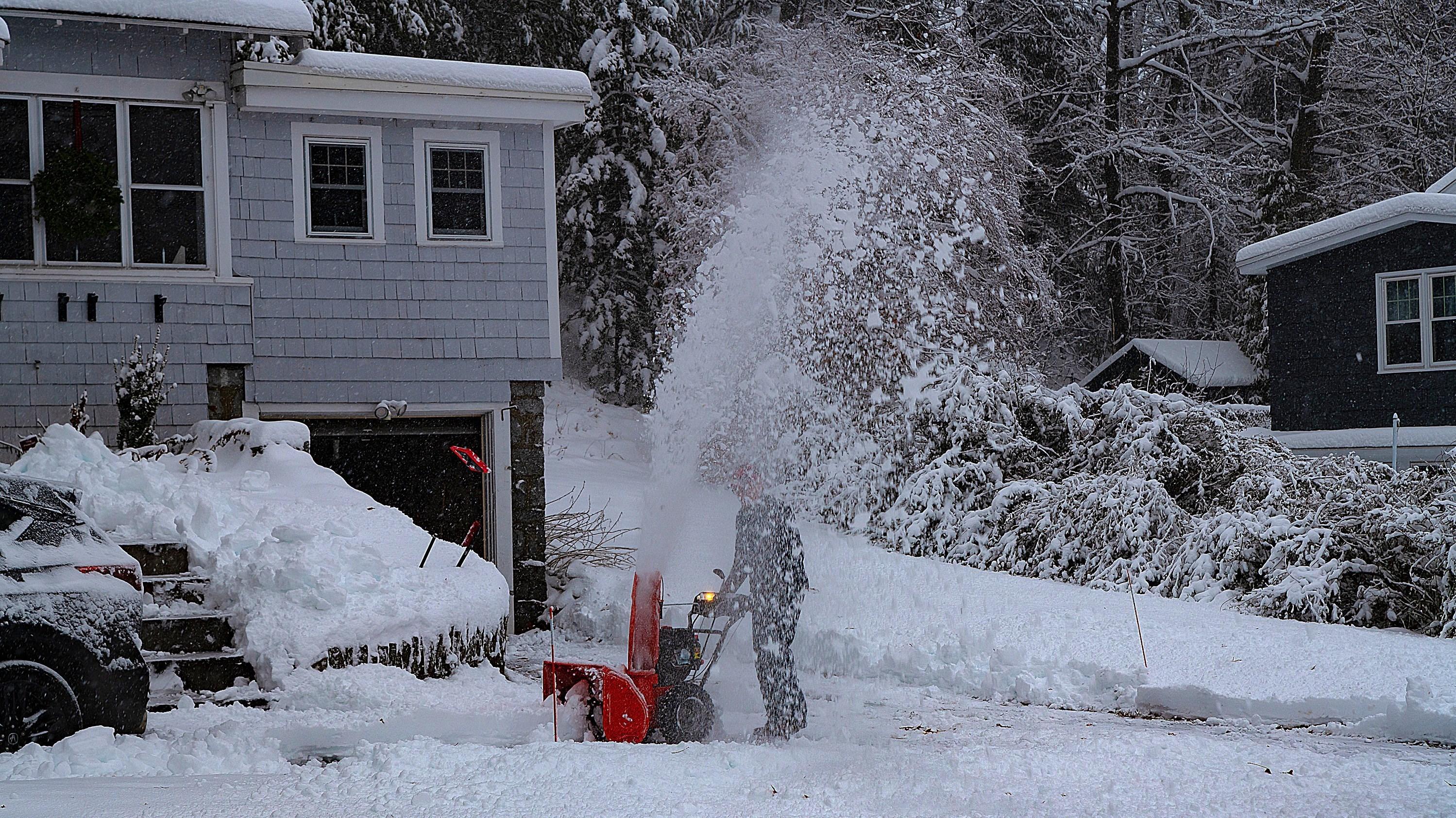 بحران های محیط زیست , بارش برف ,