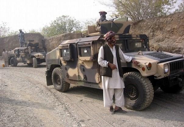 کمیسیون امنیت داخلی پارلمان افغانستان گزارش داد که کنترل ۵ شهرستان «فراه» در دست طالبان است و در بازار سیاه این ولایت خودروهای زرهی هاموی به فروش میرسد.