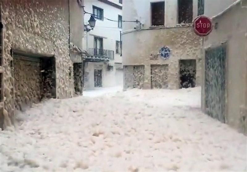 Marine Foam Fills Streets of Spanish City Hit by Storm Gloria (+Video)