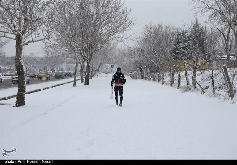 مدارس استان مرکزی بهدلیل سرما و بارش برف با تاخیر آغاز بهکار میکند
