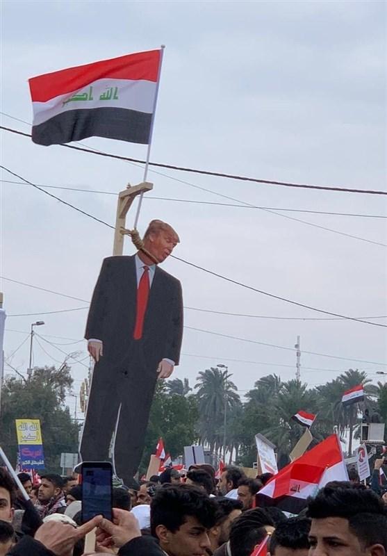 تظاهراتکنندگان عراقی «آدمک ترامپ» را به دار آویختند+فیلم و عکس