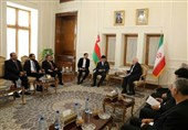 Iranian, Omani Top Diplomats Discuss Closer Cooperation