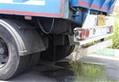 ریزش شیرابه زبالههای انتقالی به آرادکوه موجب تصادفات مکرر در کهریزک میشود