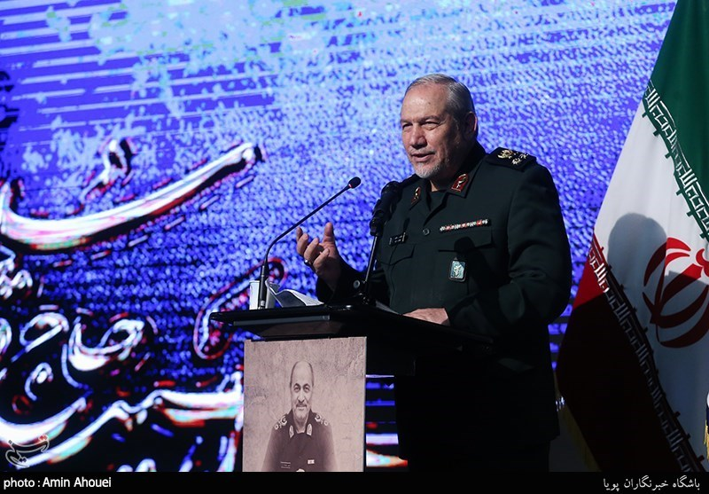 سرلشکر رحیمصفوی در بوشهر: منحنی قدرت آمریکا و صهیونیستها رو به افول است / عقبنشینی نظامیان آمریکایی از غرب آسیا