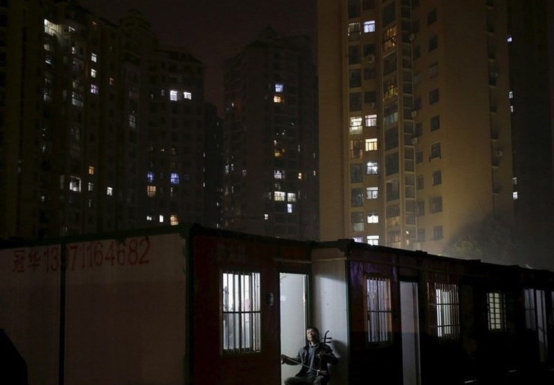 Quarantined Residents of Wuhan Shout from Balconies to Boost Morals (+Video)