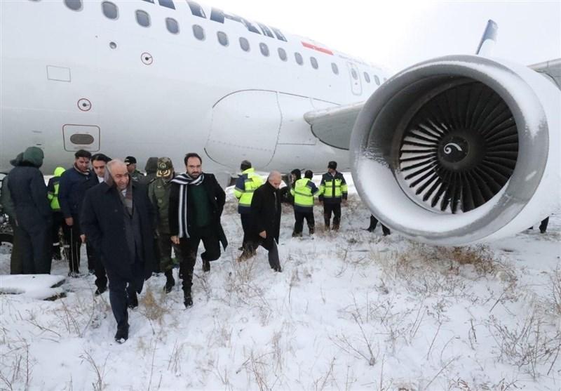 جزئیات جدید از خروج هواپیما از باند در کرمانشاه / هواپیما از باند منحرف شد