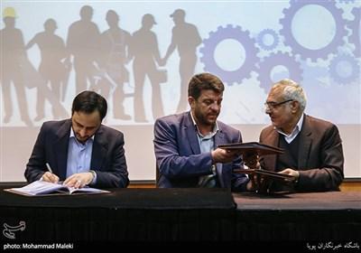 امضای تفاهم نامه ارائه خدمات مشاوره ای و وکالتی به جامعه کارگری و کارفرمایی کشور