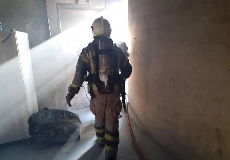 نجات 9 نفر از میان آتش و دود غلیظ